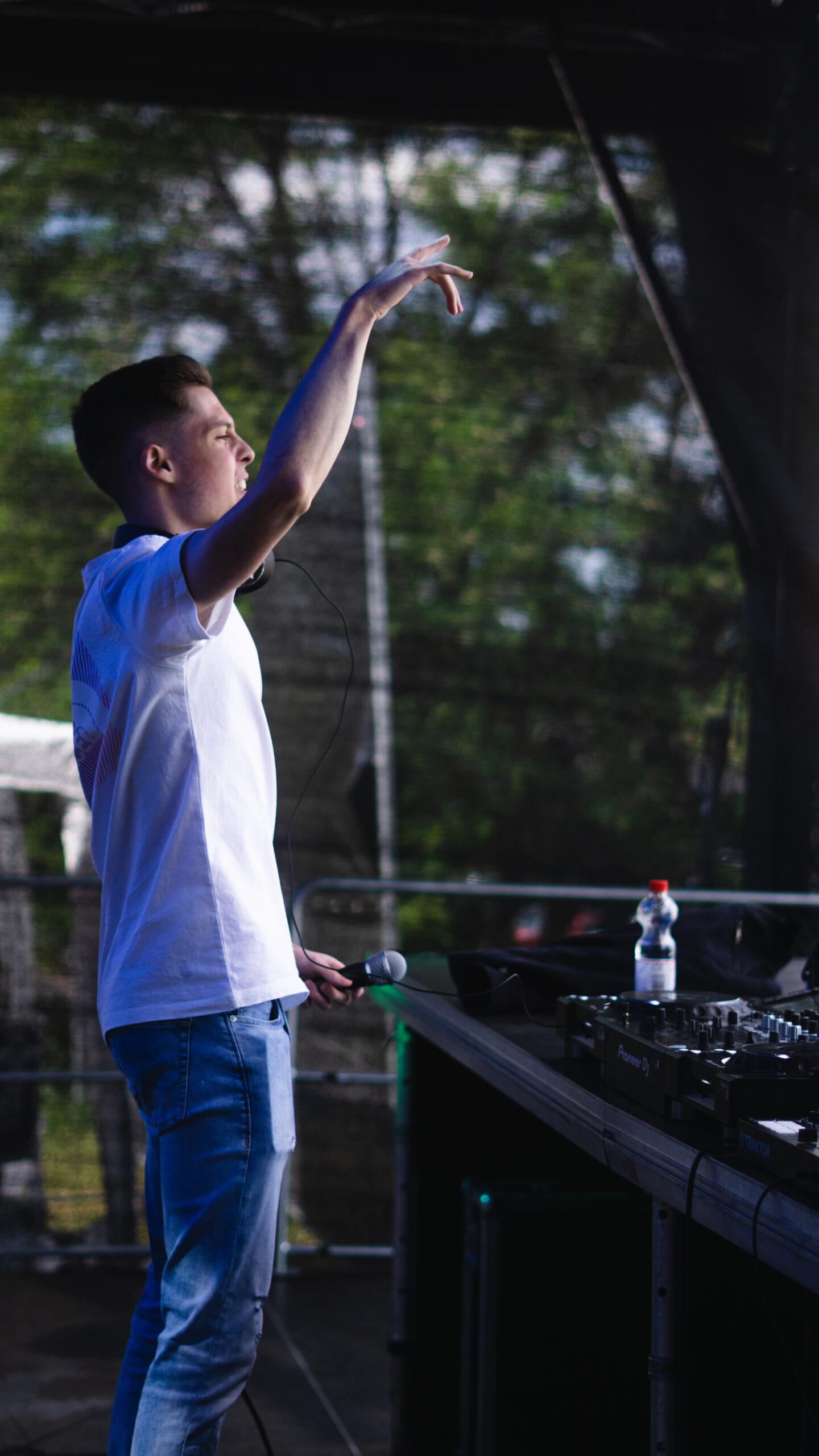 Vedi at the DJ Newcomer Show at Autobühne Bonn